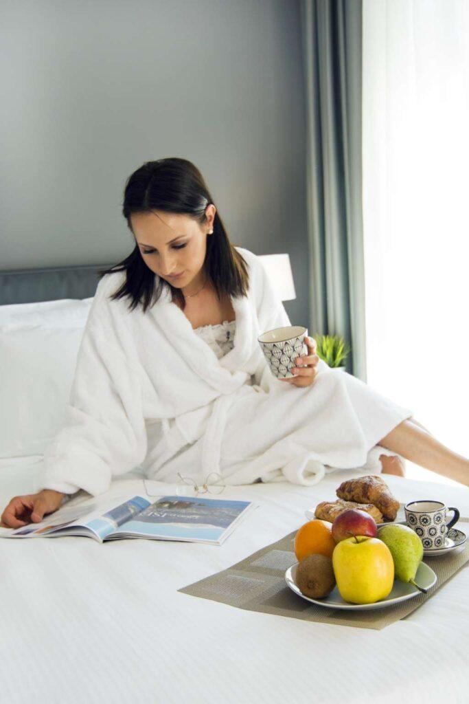 romantic breakfast in the bed