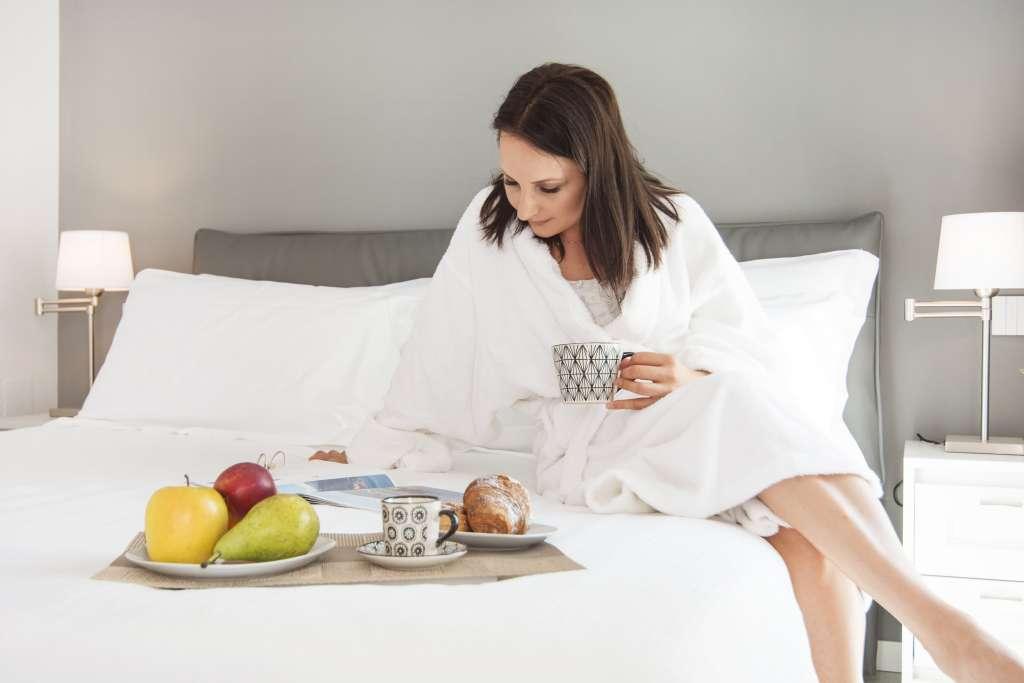 romantica colazione a lettto