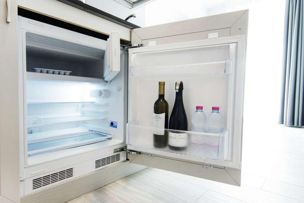 frigorifero con scomparto freezer