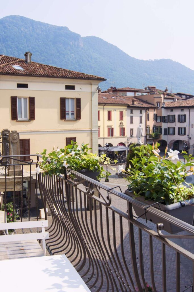 view over garibaldi square on iseo